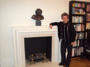 Blogger Richard Porter inside 34 Montagu Square