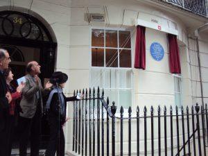 Yoko Ono unveiling the plaque to John Lennon at 34 Montagu Square